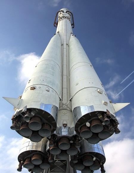نگاهى به تاریخچه پیدایش و ساخت موشک !