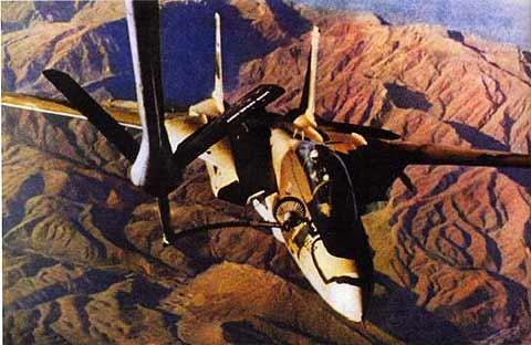 هواپیمای F-14 Tomcat ایرانی در حال سوختگیری بر فراز رشته کوه های البرز