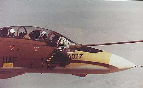 هواپیمای تامکت ایرانی در حال سوختگیری هوا به هوا