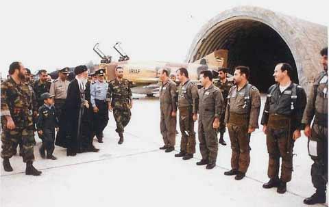 بازدید مقام رهبری از پایگاه شکاری چابهار و فانتوم F-4D پشت سر ایشان