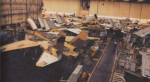 خط تولید F-14 های ایران در کنار F-14 های آمریکایی در کارخانه شرکت گرومن