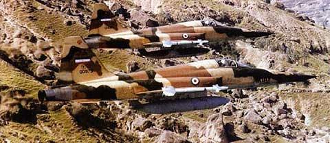 هواپیماهای F-5 ایرانی مجهز به موشک های AIM-9P2