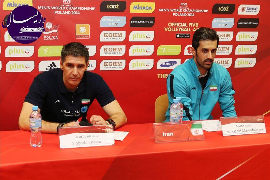 کنفرانس خبری کاپیتان ها و مربیان مرحله سوم برگزار شد/کواچ باز هم گفت: والیبال ورزش اول ایران است/ معروف: کار سختی تا صعود به جمع چهار تیم داریم