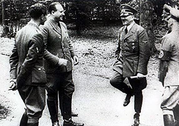 سقوط فرانسه و خوشحالی هیتلر!
