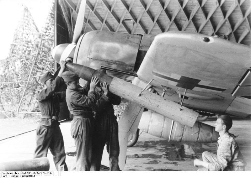 نصب راکت 21 م م زیر بال 190 ای5