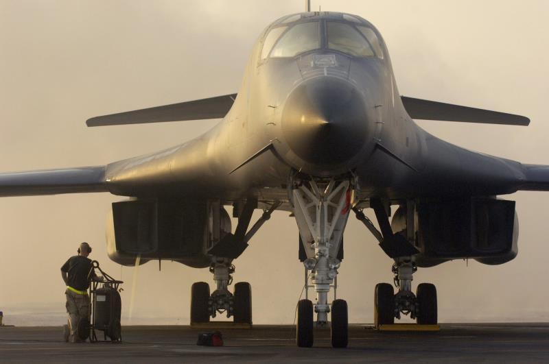 معرفی بمب افکن استراتژیک B-1 لنسر ارتش آمریکا